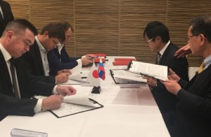 Японцы демонстрируют почти единодушную поддержку офисных романов: опрос